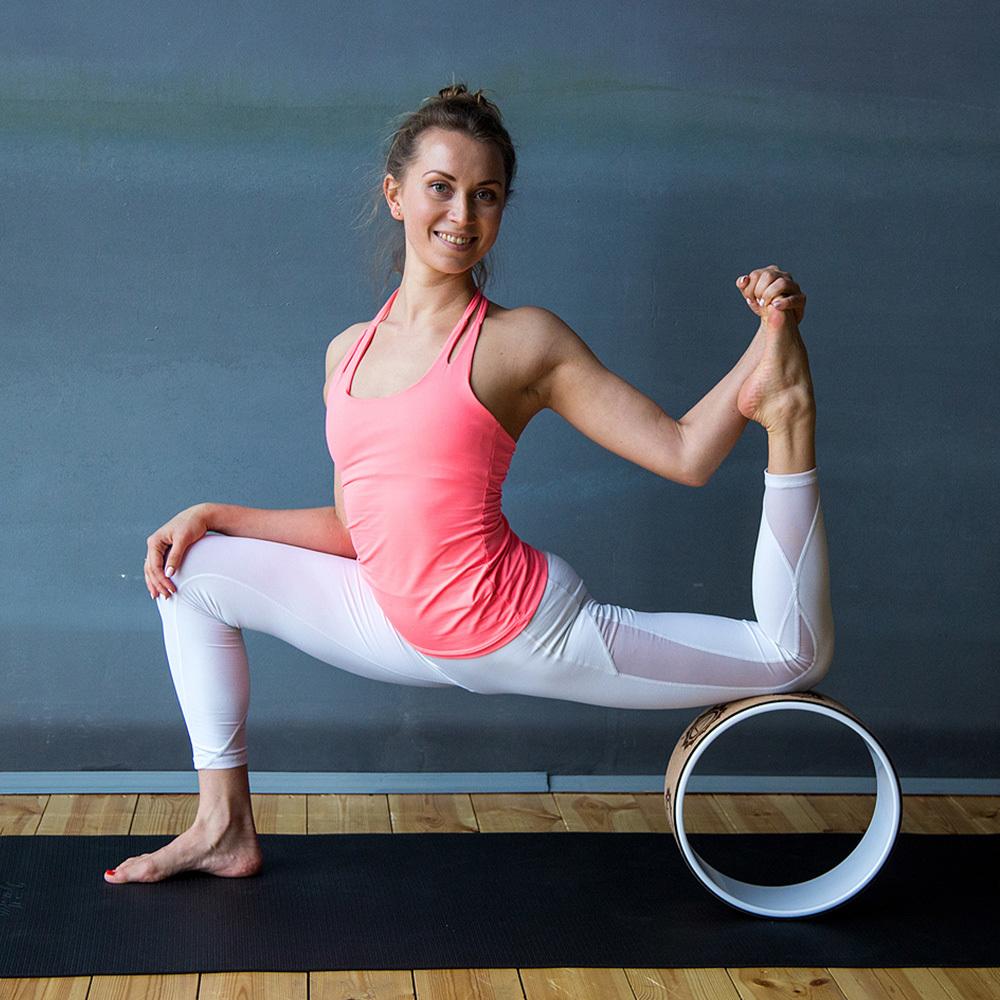 Упражнения с использованием колеса для йоги