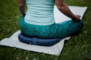 Подушка для медитации полумесяц_8