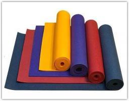 Детские коврики разного цвета из ПВХ