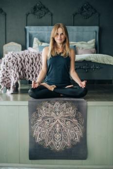Легкий коврик для йоги Yoga Club Lotus