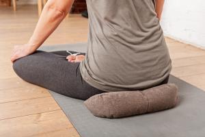 Подушка для медитации полумесяц (рогожа)_1