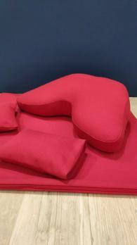 Подушка для медитации красная с мешочками под колени